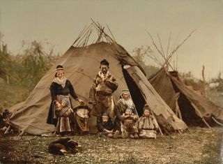 Bilde av samisk familie fra ca. 1900