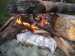 Maten ligg på bålet